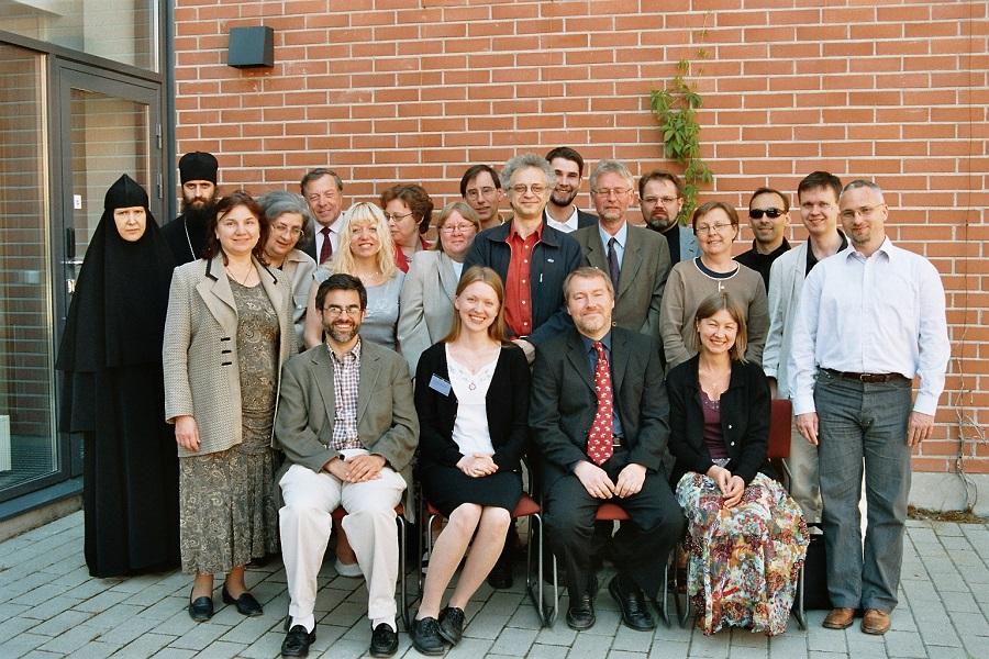 Ryhmäkuva ISOCM ry:n perustajista kesällä 2005.