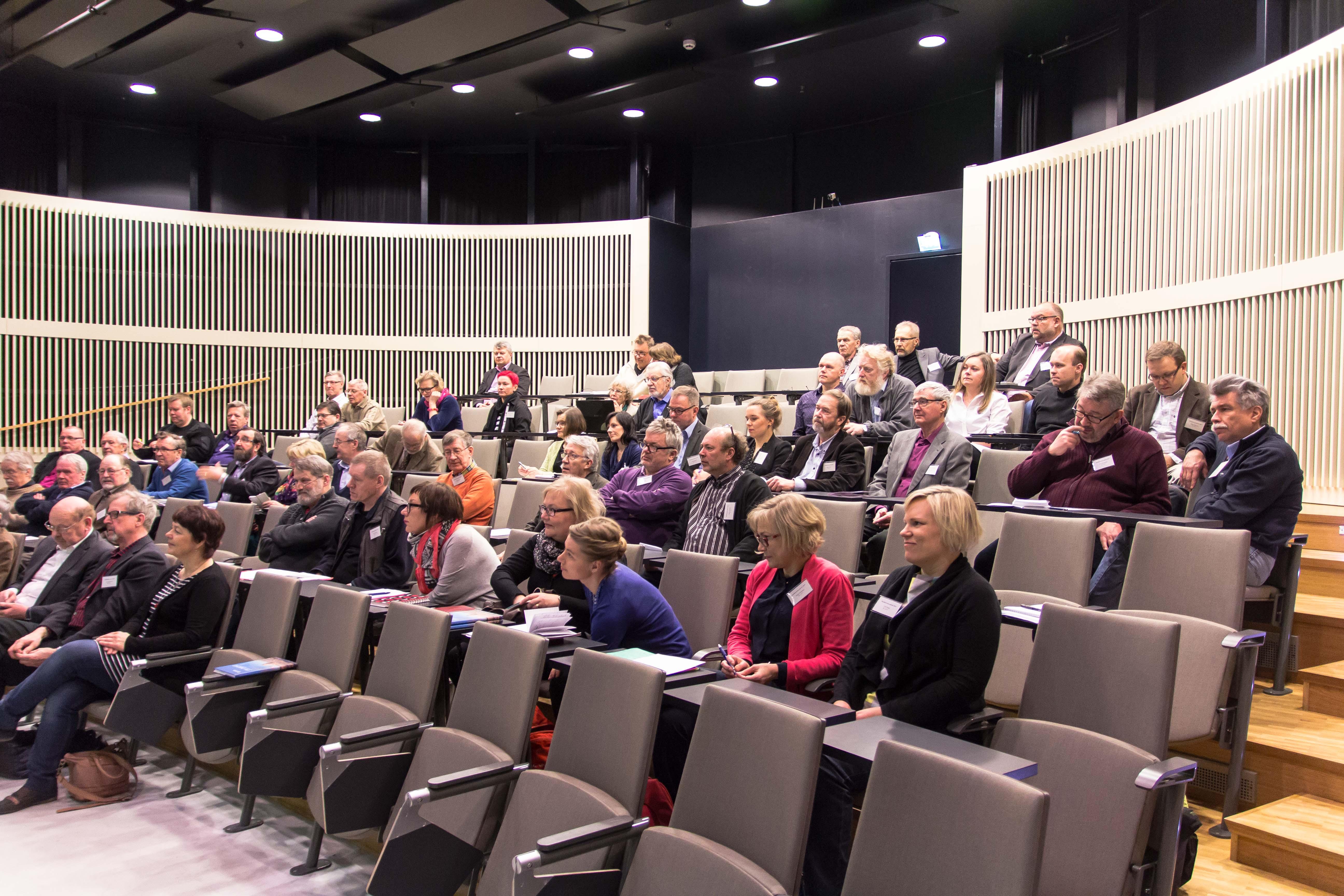 Seminaarin osallistujia kuuntelemassa esitelmää vuoden 2015 Merihistorian päivillä Pietarsaaressa.