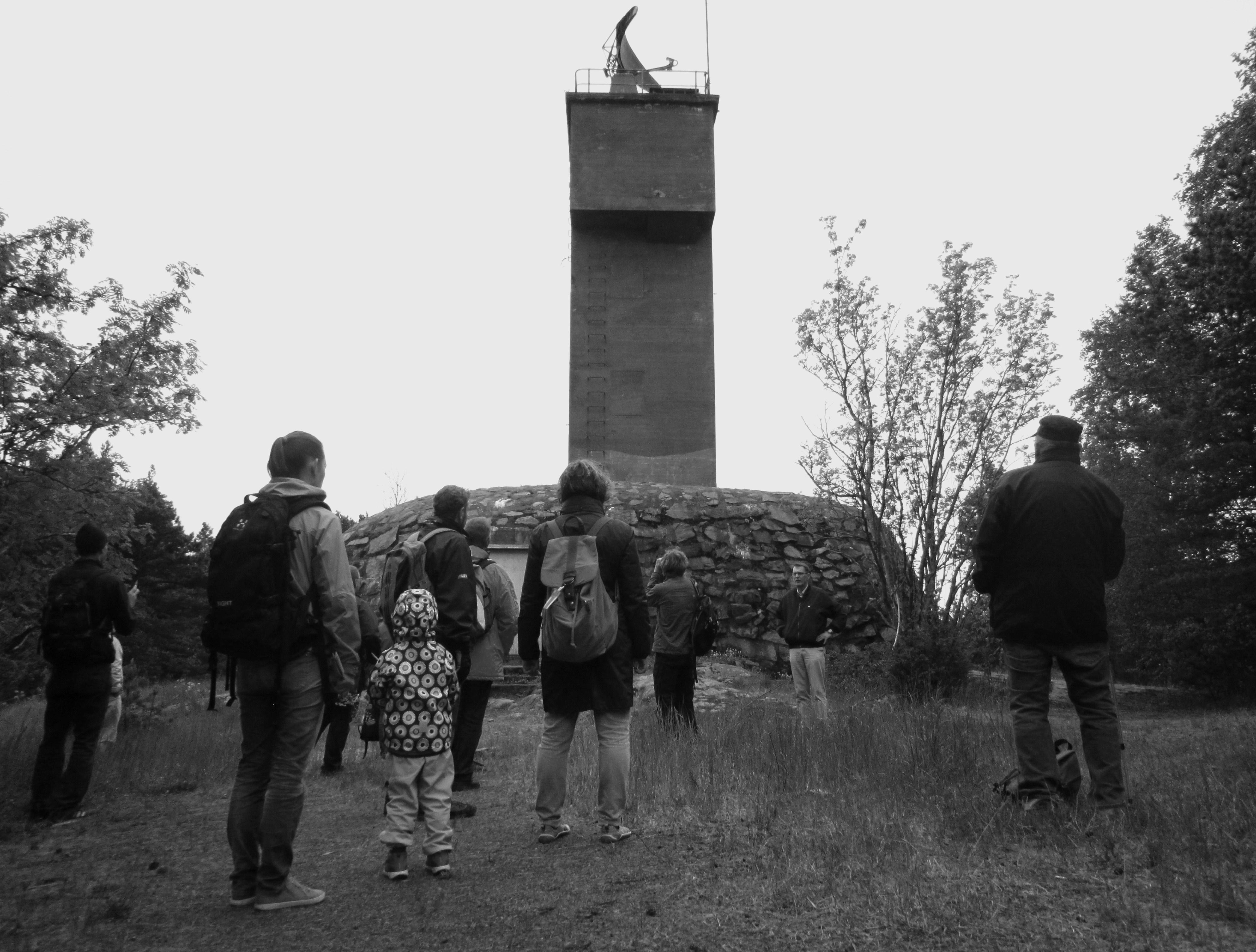 Yhdistyksen jäseniä retkellä Vallisaaressa toukokuussa 2016.