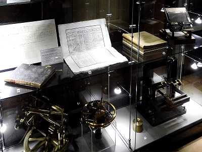 Helsingin observatorio, kuvassa tähtitieteen historiaa.